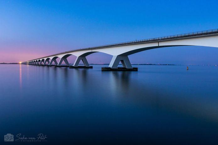 De foto van de Zeelandbrug van Sake van Pelt was goed voor de tweede prijs.