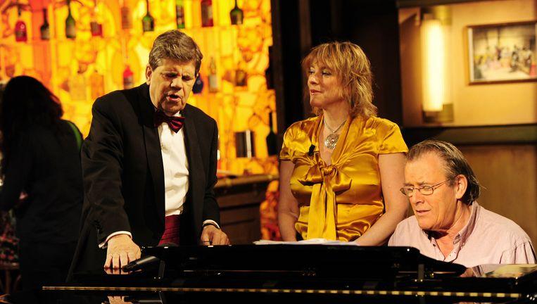 Martin van Dijk aan de piano bij het programma Met het mes op tafel. Beeld anp
