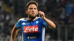 LIVE. Napoli in vijf minuten van 1-0 naar 1-2, met dank aan Dries Mertens: heerlijke goal en penalty afgedwongen