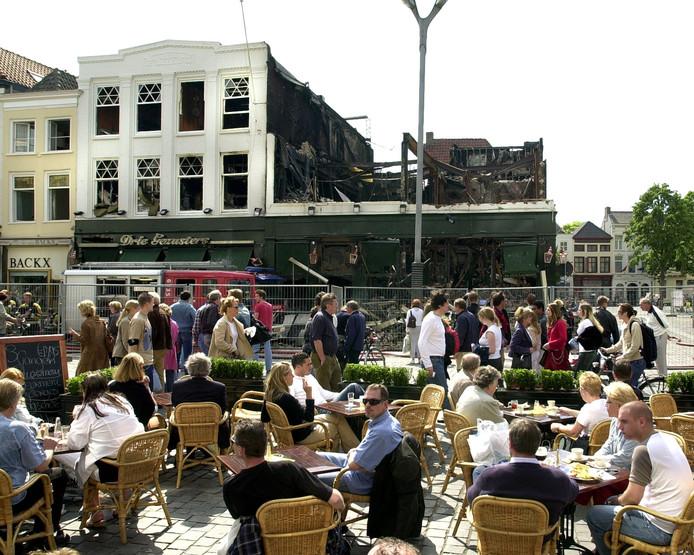 Ruim twee maanden na de opening ging De Drie Gezusters aan de Grote Markt in Breda verloren.