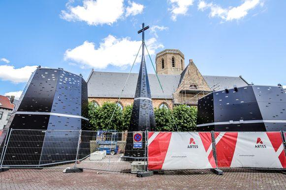 torenspits kerk Westkapelle klaar voor montage