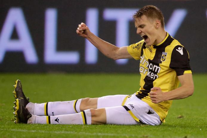 Martin Ødegaard, magistraal op '10' tegen FC Groningen.