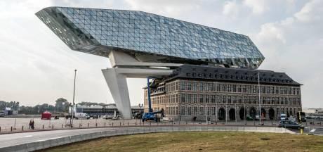 Schaften als een dokwerker tijdens festival 'Part of Antwerp'