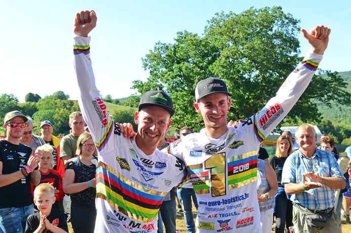Marvin Vanluchene en Ben van den Bogaart (l) zijn wereldkampioen zijspancross 2018.