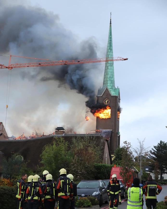 De kerktoren in Hoogmade net voordat deze instortte