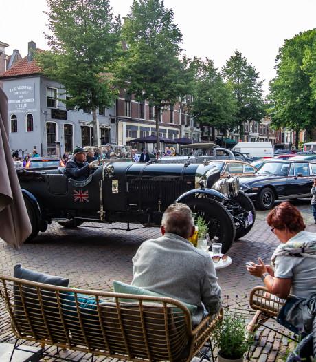 Grote Kerkhof in Deventer staat weer even vol met auto's