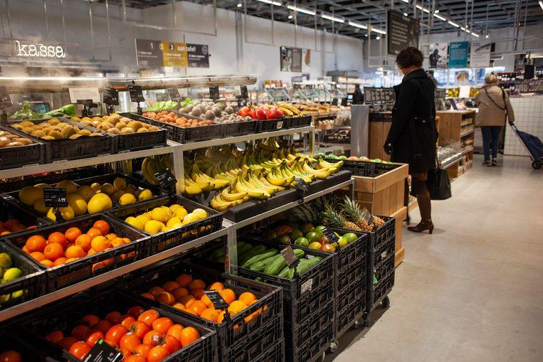 Filiaal van Marqt in winkelcentrum Brazilië in het Oostenlijk Havengebied.  Beeld Lin Woldendorp