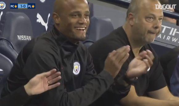 Kompany amuseerde zich tijdens de wedstrijd.