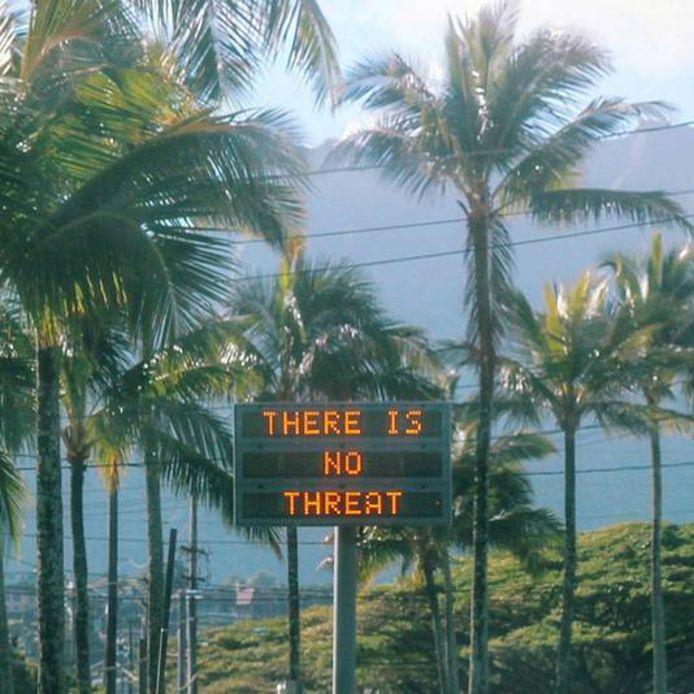 Elektronische informatieborden gaven dit weekend op Hawaii na de foutieve waarschuwing aan, dat er geen sprake is van gevaar.