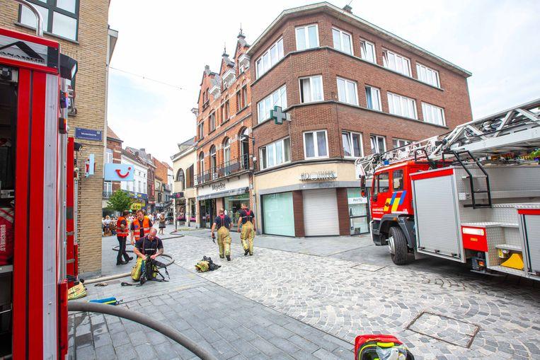 Het vuur woedde in een appartement aan de achterzijde van het gebouw met op het gelijkvloers de winkel van Mayerline.