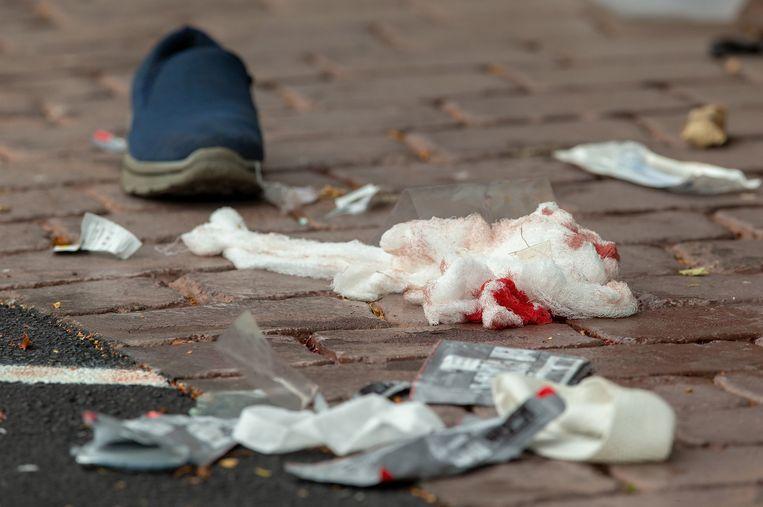 Verband en een schoen voor de Al Noor-moskee in Christchurch, waar de aanslag plaatsvond. Beeld EPA