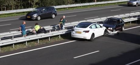 Auto's botsen op A2 bij Boxtel en raken zwaar beschadigd