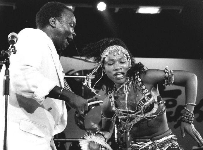 De Guineese zanger en muzikant Mory Kanté, bekend van de wereldwijde hit Yéké yéké in de jaren tachtig, is vrijdag op 70-jarige leeftijd overleden in een ziekenhuis in Conakry. Dat heeft zijn zoon Balla Kanté gezegd. De zanger was al lange tijd ziek.