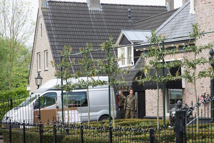 Een arrestatieteam viel vorig jaar mei de woning van Van B. aan de Oude Windslaan binnen. Hij zou 135.000 euro aan 'drugsgeld' in de woning hebben geïnvesteerd.