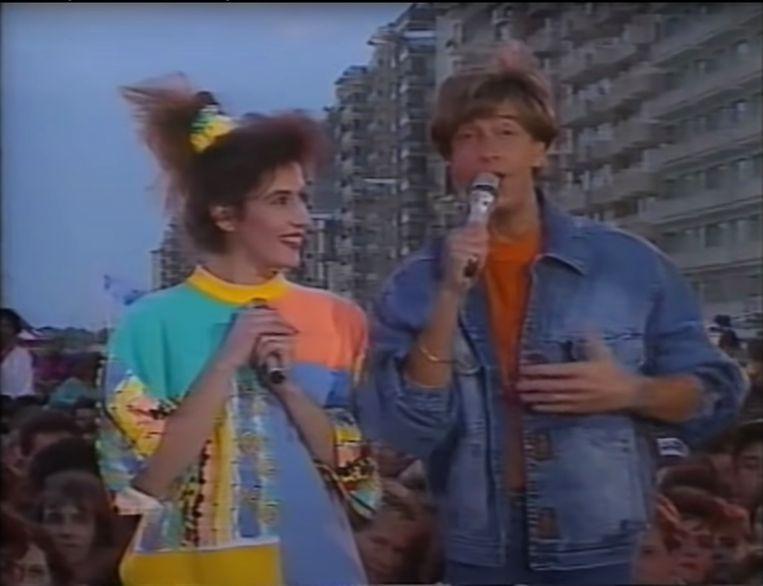 Bea Van der Maat en Willy Sommers tijdens die allereerste 'Tien om te zien'- zomer op de Zeedijk in 1990.