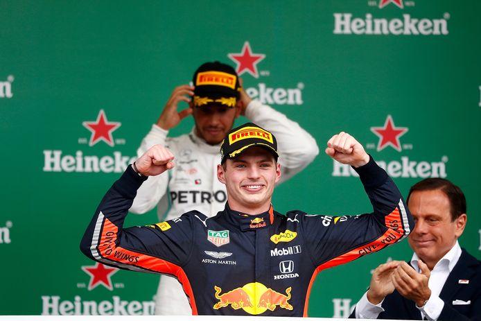 Max Verstappen was Lewis Hamilton vorig jaar in Brazilië te snel af.