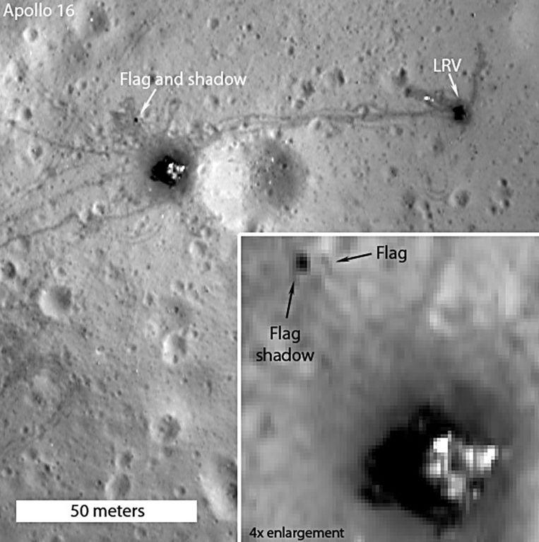 De foto van Nasa waarop de Amerikaanse vlag van de Apollo 17 is te zien op de maan. Beeld afp