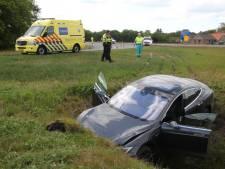Duur stuurfoutje: Tesla in de kreukels langs A1 bij Holten