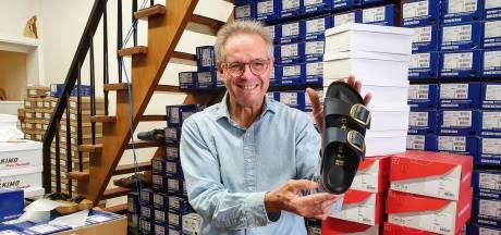 """Eric (60) baat oudste pantoffelwinkel van Antwerpen uit: """"Toeristen stappen hier vol verbazing binnen"""""""