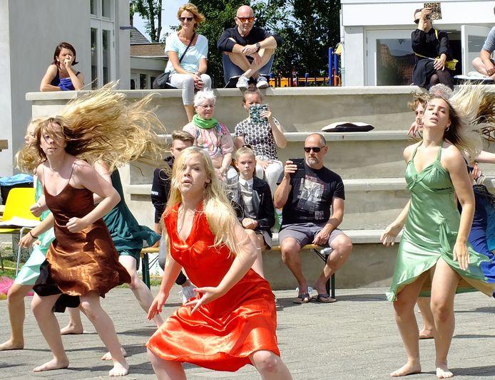 Het aparte coronaprotocol van het Nispense theater werd afgelopen zondag getest met een besloten voorstelling voor de vrijwilligers.