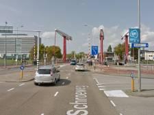 Auto's staan in Middelburg minder vaak voor open brug, maar wel langer