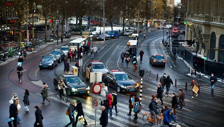 Amsterdamse taxi's op het Leidseplein Beeld Klaas Fopma