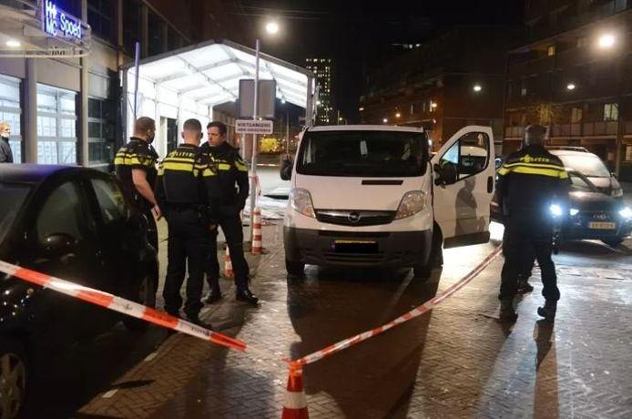 Het slachtoffer is vermoedelijk elders in de stad neergestoken en vervolgens naar het Haagse ziekenhuis gereden.