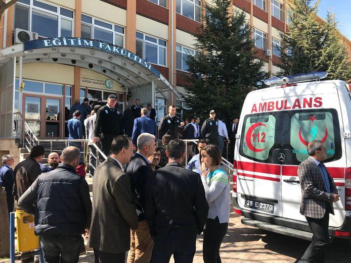 Een ambulance voor de Osmangazi Universiteit.