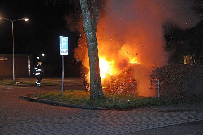 Voertuigbrand bij Lidl 31-12-2015