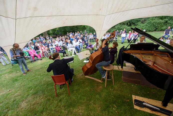Optreden van het Storioni Trio op het eigen festival op het Wasven.