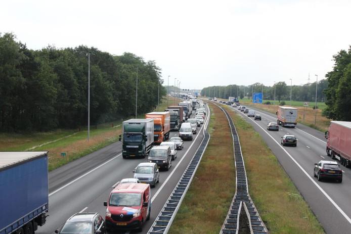 Het ongeval zorgt voor een lange file in de richting Hengelo