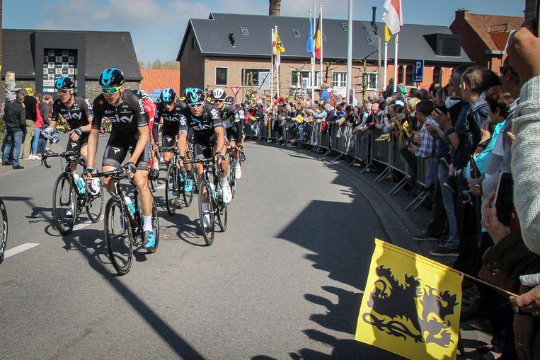 De doortocht van de Ronde van Vlaanderen in Schoonaarde (Dendermonde).