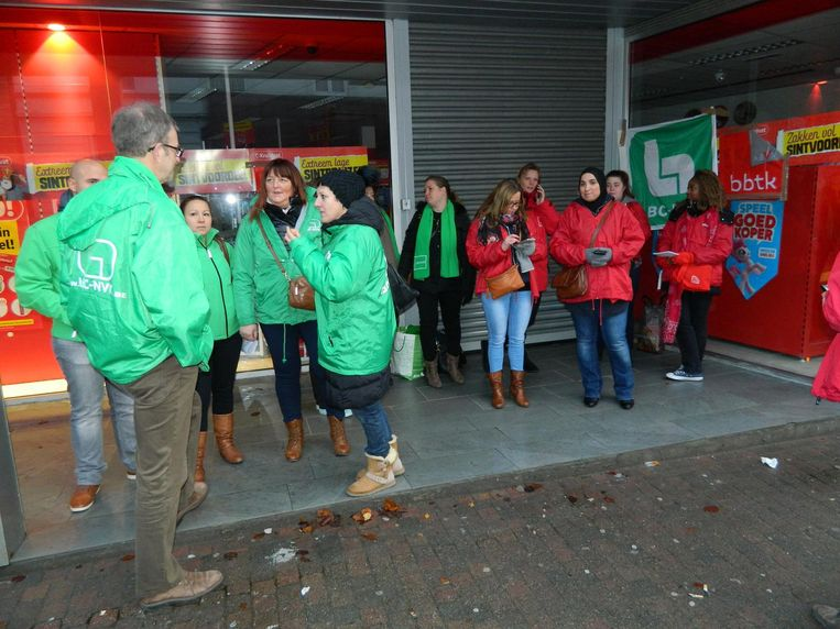 Wie gisterenvoormiddag naar de Kruidvat in de Dreef in Zomergem wou, stond voor een gesloten deur door de vakbondsactie.