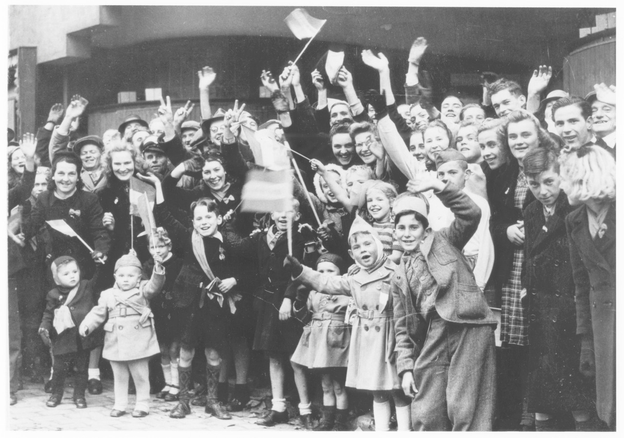 De originele foto van de Poolse parade op 11 november 1944 na de bevrijding van Breda (29-10-1944).
