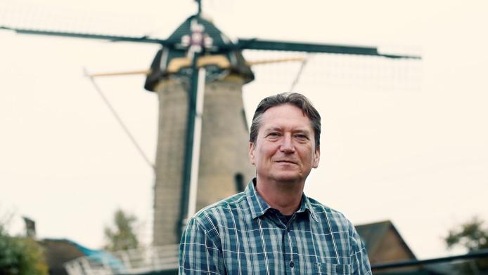De Bosnische Utrechter Zdenko Bebek voor korenmolen Geesina in Groenekan.