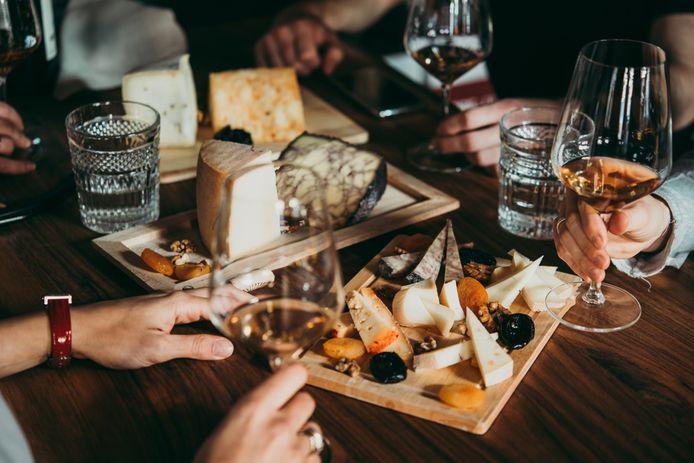Gasten kunnen zelf kiezen welke kaas ze van de band proeven.