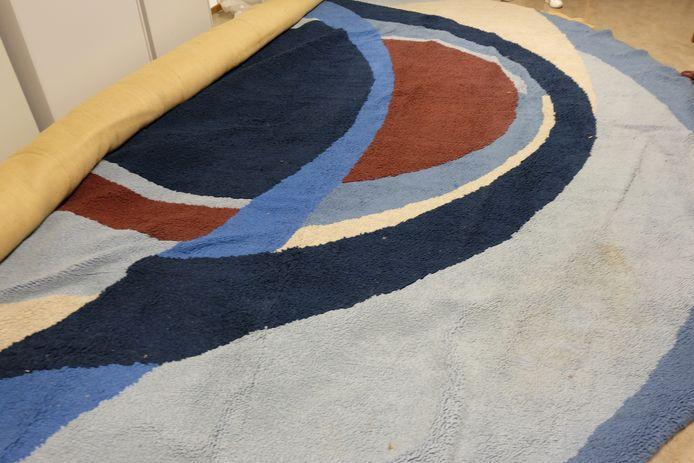 Kunstenares Gaby Bovelander maakte in 1970 een vloerkleed voor de raadszaal in het gemeentehuis van Epe. Het ontwerp is abstracte kunst, waarin de vier kernen terugkomen.