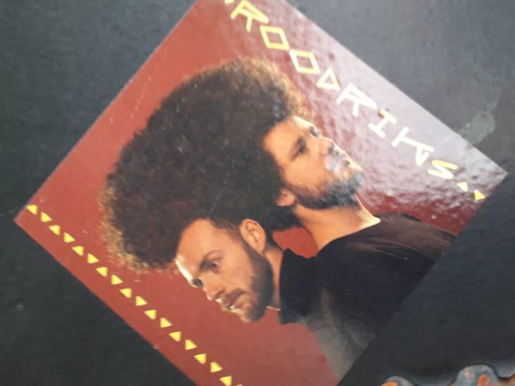 Stickers in Tilburg. Roodriks duikt in de dancemuziek van Angola