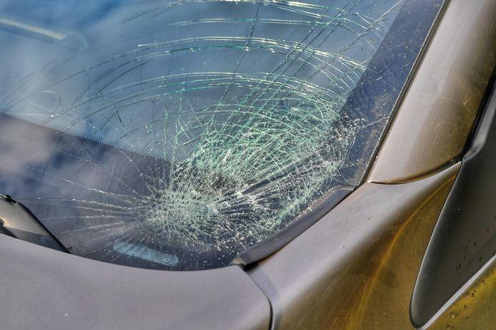 Schade aan de auto na een botsing.