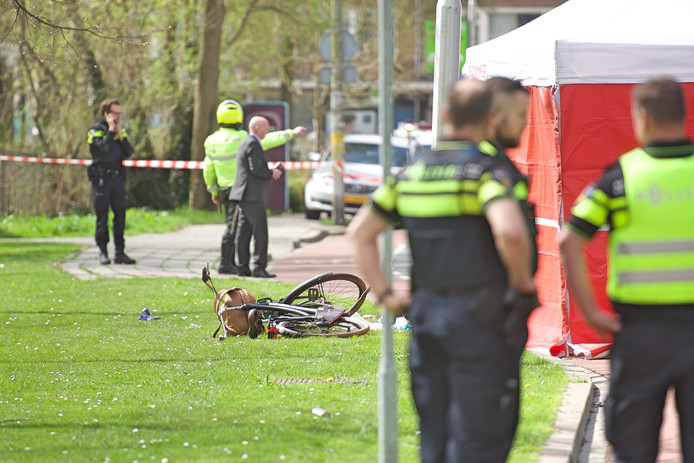 15-jarig meisje overleden na aanrijding met passagiersbus Thorbeckelaan Gouda