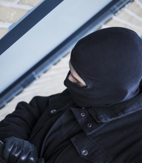 Inbraken in Hardinxveldse boerderijschuren, politie zoekt getuigen