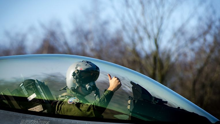 'Moeten F16-piloten dan ook gestraft worden omdat er onschuldige burgers bij de bombardementen omkomen?' Beeld anp