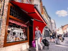 Jan van Eyck is écht overal in Brugge: 25 etalages krijgen raamtekeningen