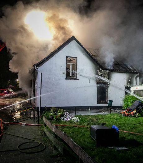 Winkelpand gaat in vlammen op in Millingen aan de Rijn