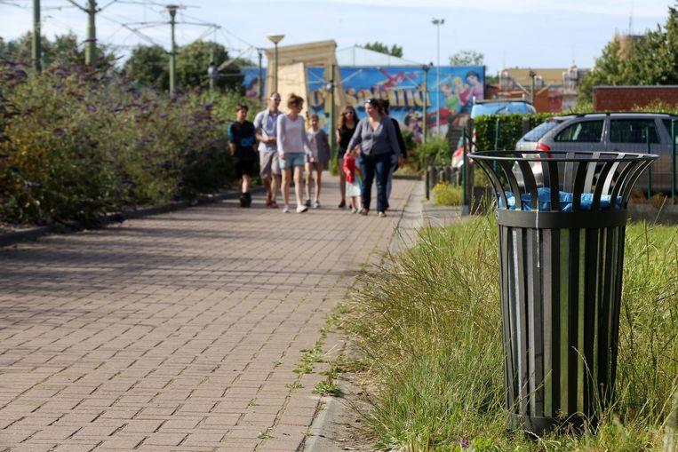 Een van de maatregelen zijn extra vuilnisbakken zodat er geen zwerfafval in de tuinen van de bewoners belandt.