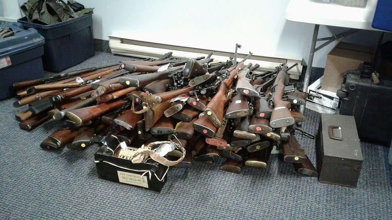Deze wapens lagen verspreid in het huis van de 73-jarige man.