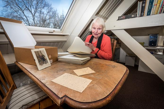 Mies Haage deed onderzoek naar duizenden brieven uit de Eerste Wereldoorlog. Leende