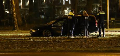 Vrouw raakt met auto betonblok op Hasselerbaan in Hengelo