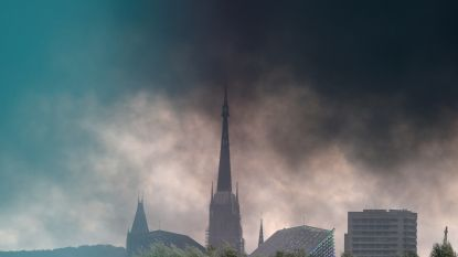"""Omwonenden moeten nog steeds braken na grote fabrieksbrand in Rouen, maar """"niemand weet exact wat voor toxiciteit is vrijgekomen"""""""