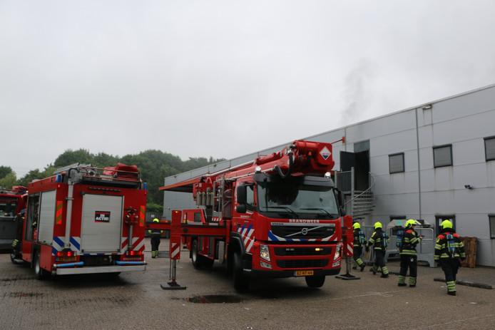 De brandweer aanwezig bij de brand bij PostNL begin deze maand.